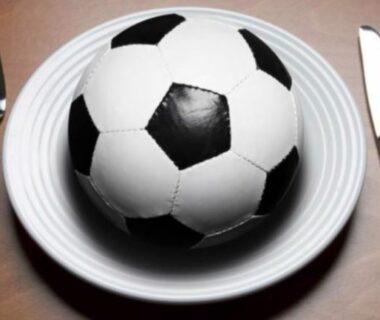 Ăn gì khi đá bóng